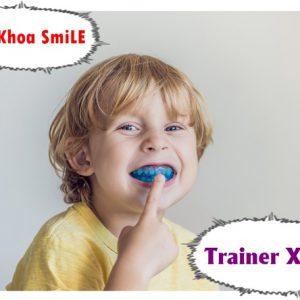 Bác sĩ tư vấn định kỳ khám răng trẻ em